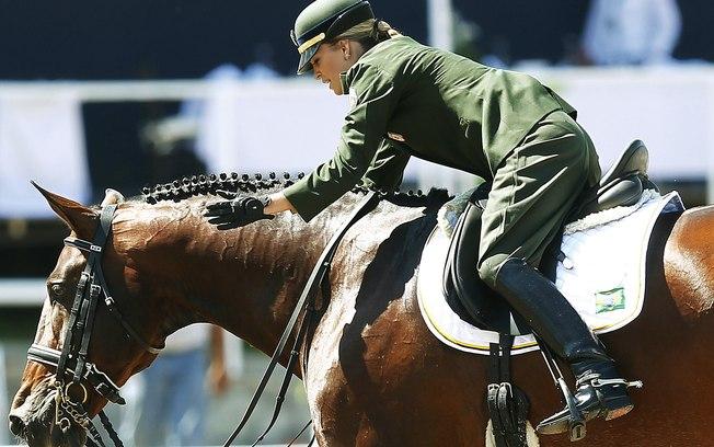 mulher-montando-cavalo