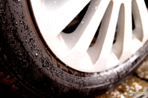 550px-Drive-Safely-in-the-Rain-Step-6