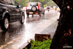 550px-Drive-Safely-in-the-Rain-Step-7